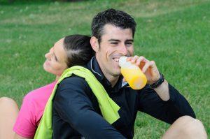 el papel de las bebidas isotonicas en el deporte